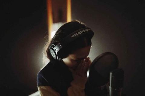 Hamil, Andien Tertantang Buat Lagu Jendela Waktu