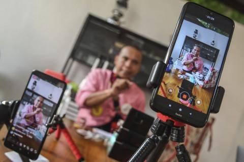 Aksi Badut Indonesia Hibur Anak Lewat Medsos