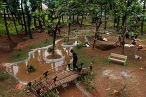 Seluruh Taman di Jakarta Pusat Rutin Disemprot Disinfektan