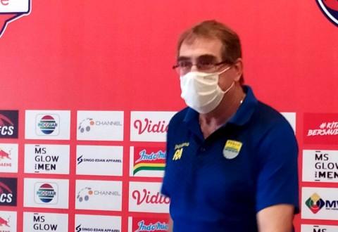 Pelatih Persib Bandung Mengaku Pernah Dibohongi PSSI