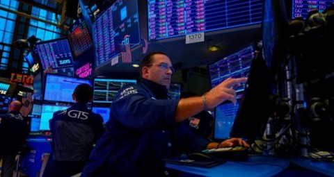 Wall Street 'Berlabuh' di Area Negatif
