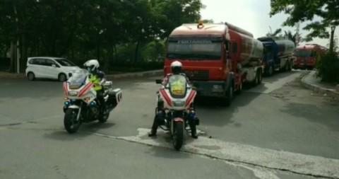 Kendaraan Pengangkut Logistik Bahan Pokok dan BBM Dikawal