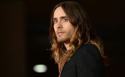 Jared Leto Bikin Kaus untuk Donasi Korban Korona