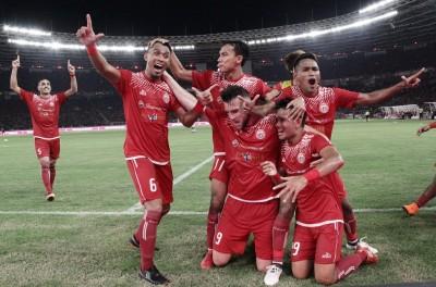 Ramdani Lestaluhu Lelang <i>Jersey</i> Juara Piala Presiden 2018