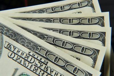 Stimulus Fed Buat Dolar AS Tergelincir
