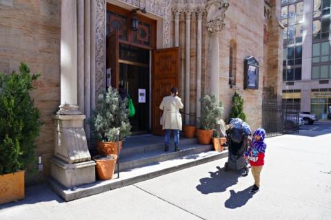 Beberapa Gereja AS Menentang Pembatasan Jarak di Hari Paskah