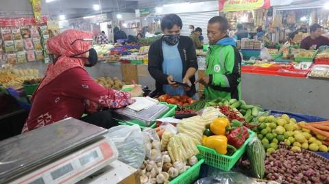Pedagang Pasar Kosambi Bandung Terapkan Sistem Belanja Daring