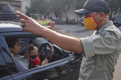 PSBB DKI, Petugas Cek Kendaraan di Perbatasan Bekasi-Jakarta