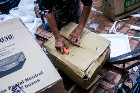 Khawatir Akan Covid-19, Pekerja Sanitasi Hong Kong Masih Bertugas