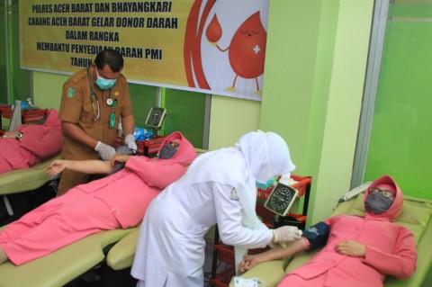 Polisi dan Bhayangkari Polres Aceh Barat Gelar Donor Darah
