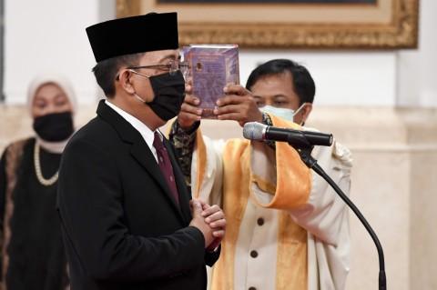 Jokowi Lantik Komisioner KPU Pengganti Wahyu Setiawan