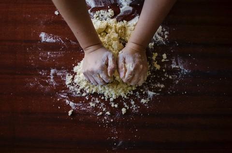 Membuat Kue di Tengah Pandemi Covid-19 dapat Mengurangi Stres