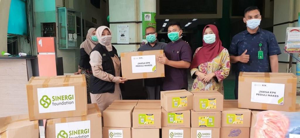 Bantuan APD dari jaksa KPK. Foto: Istimewa