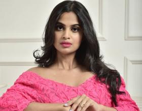 Pesona Ratu Kecantikan, Nisha Thayananthan Dokter Garda Depan yang Melawan Covid-19