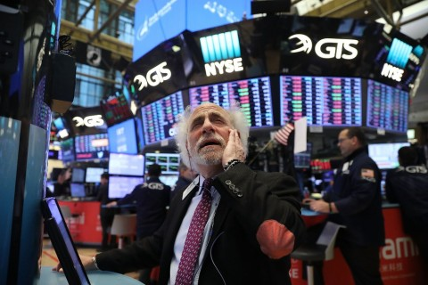 Wall Street Tergelincir di Tengah Keruntuhan Harga Minyak
