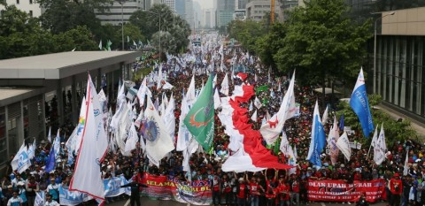 Aksi Buruh Tunggu Putusan Jokowi soal <i>Omnibus Law</i>