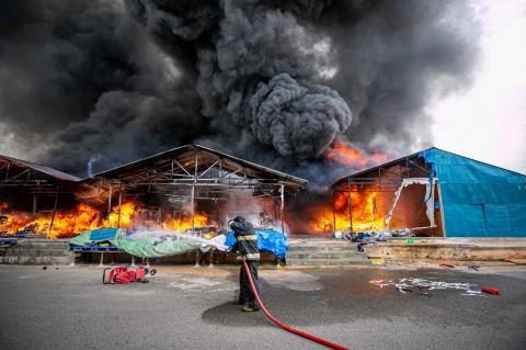 Pasar Second Taras di Batam Terbakar