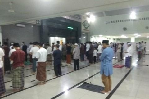 Tarawih Masjid Agung Rangkasbitung Terapkan Jaga Jarak