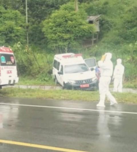 Ambulans Bawa Pasien Positif Covid-19 Kecelakaan