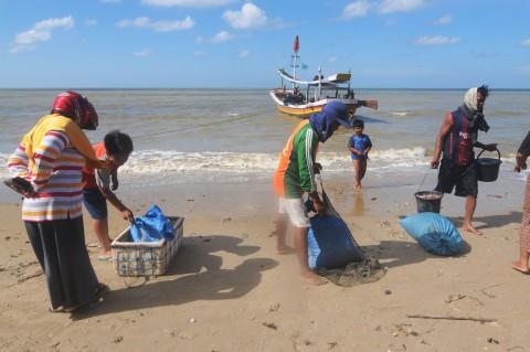 Nelayan di Pamekasan Kembali Melaut