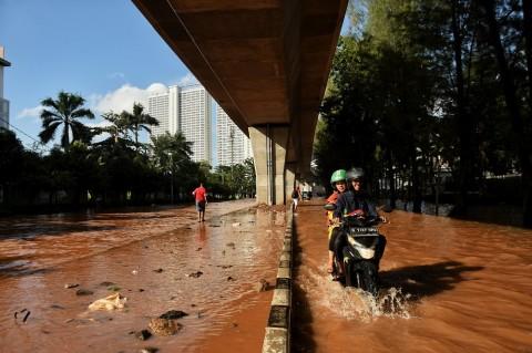 Sejumlah Titik di Jakarta Tergenang Akibat Hujan Senin Sore