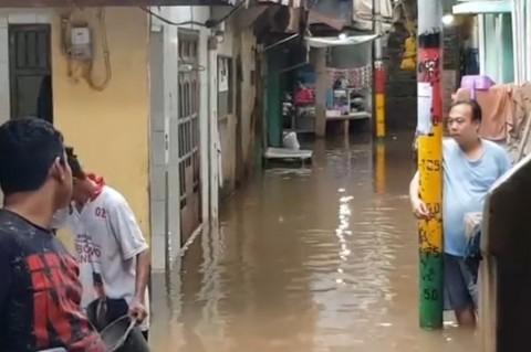 Kawasan Kebon Pala Terendam Banjir Hingga 70 cm