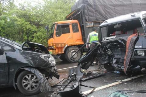 Mobil Terlibat Kecelakaan Saat PSBB, Asuransi Bisa Tanggung?