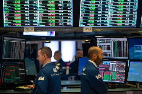 Rilis Data AS Suram, Wall Street Tergelincir