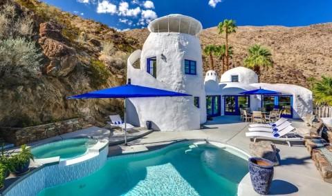 Rumah Putih Biru ala Santorini Dijual Rp44 Miliar