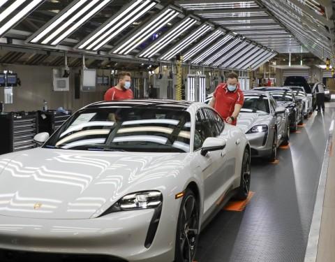 Porsche Perlahan Pulih, Produksi Mobil Mulai Jalan