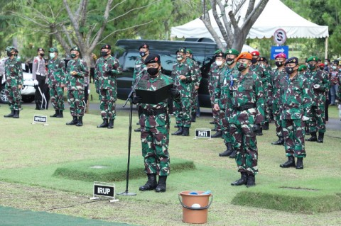 TNI Kibarkan Bendera Setengah Tiang Selama Sepekan