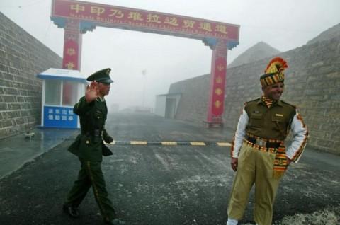 Pasukan Tiongkok dan India Saling Tembak di Perbatasan