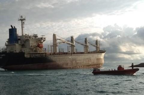 2 Kapal Kargo di Perairan Batam Kandas