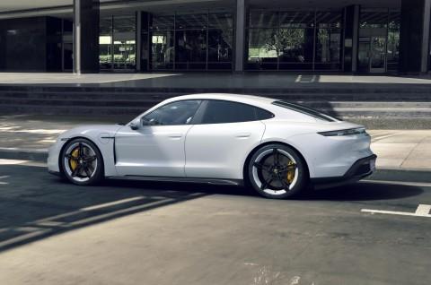 Porsche Taycan Bakal Menyengat Kaum Borjuis Indonesia