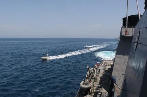 Kapal Militer Iran Tenggelam Ditembak Rekan Sendiri