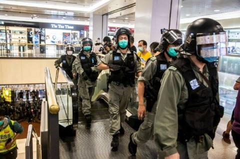 Polisi Hong Kong Tangkap Sejumlah Demonstran Hari Ibu