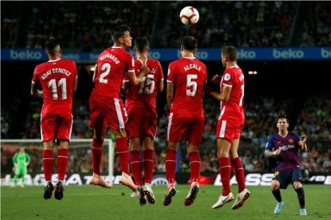 Tendangan Bebas Messi Mirip Lemparan Stephen Curry