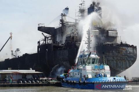 12 Pekerja Kapal Terbakar di Belawan Terluka