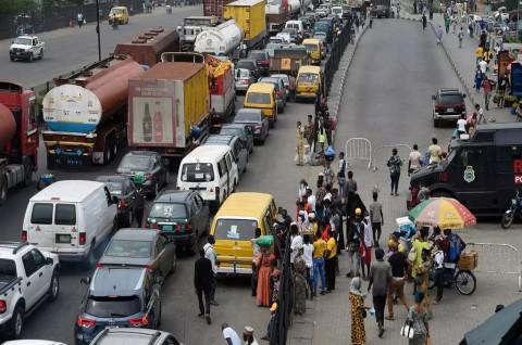 Langgar Aturan Lockdown, Dua Hotel di Nigeria Dihancurkan