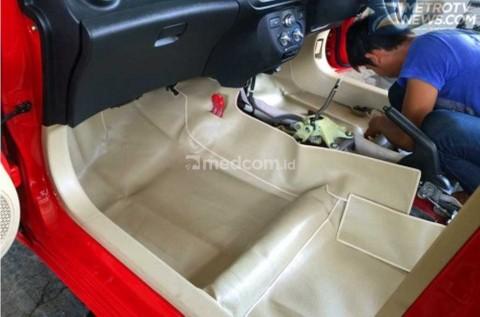 Cegah Bau di Kabin Mobil dengan Tambahan Karpet Dasar