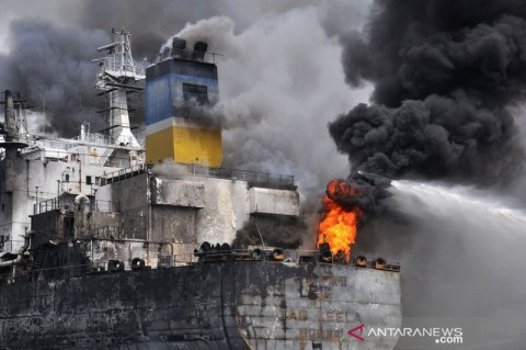Kebakaran Kapal Tanker di Belawan 5 Tewas
