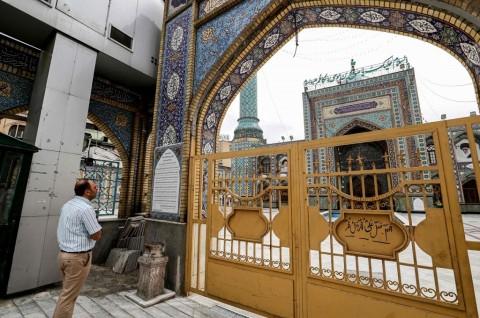 Semua Masjid di Iran Dibuka Sementara Selasa Ini