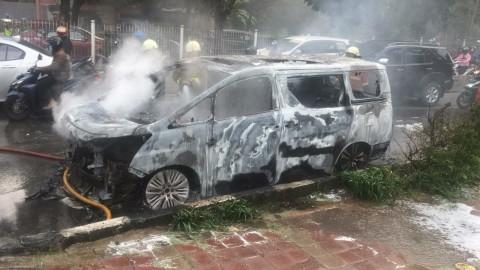 Vellfire Terbakar di Jalan, Ini Asumsi Toyota