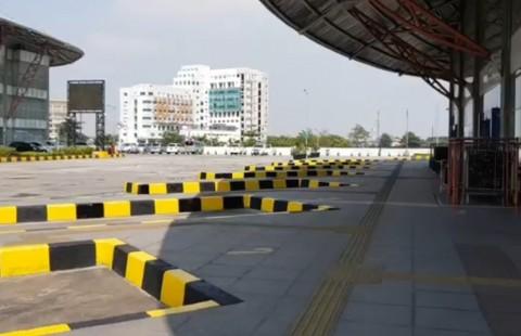 Polda Metro Semprot Disinfektan di Terminal Pulo Gebang