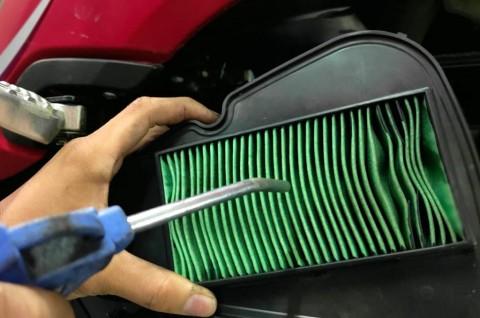 Trik Jitu Bersihkan Filter Udara Sepeda Motor dengan Benar