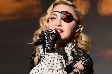 Cedera Parah, Madonna Rehat