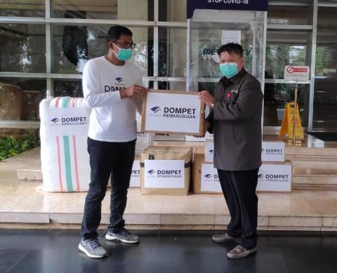 Dompet Kemanusiaan Media Group Sumbang 2.150 APD ke RS UKI