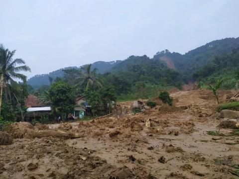 14 Rumah di Kabupaten Bogor Hancur Diterjang Longsor