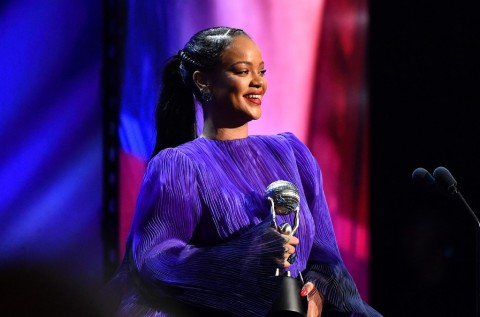 Rihanna Salah Satu Musisi Terkaya di Dunia
