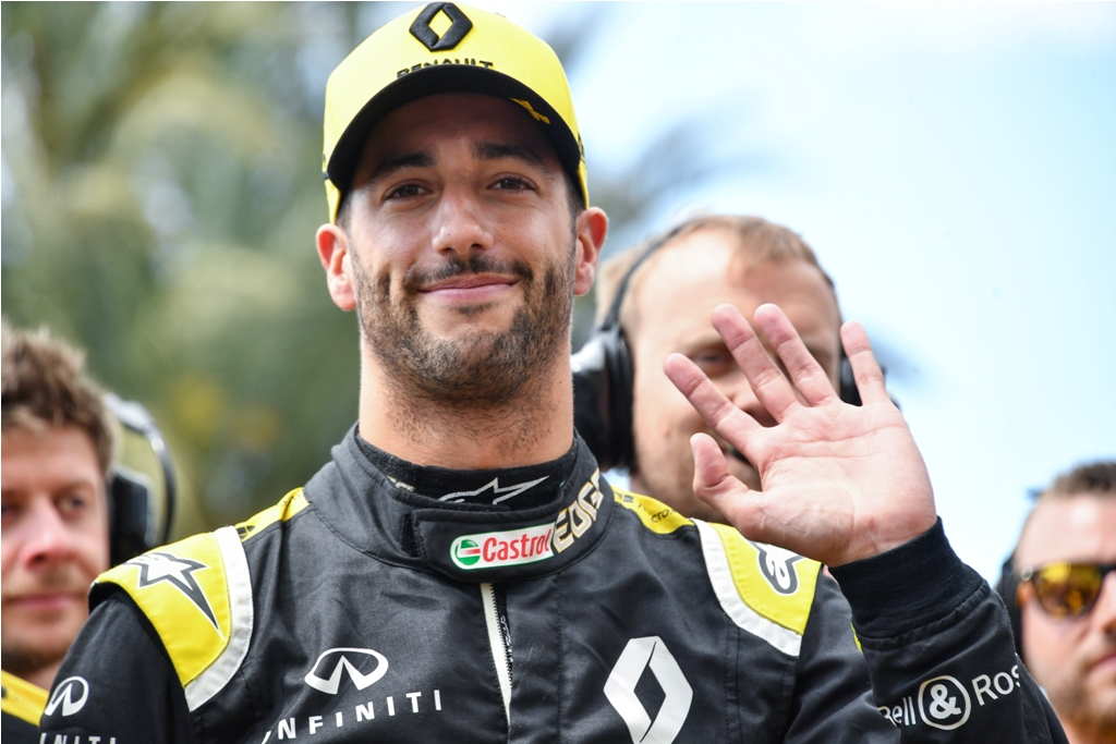 Sainz Diboyong Ferrari, McLaren Rekrut Daniel Ricciardo